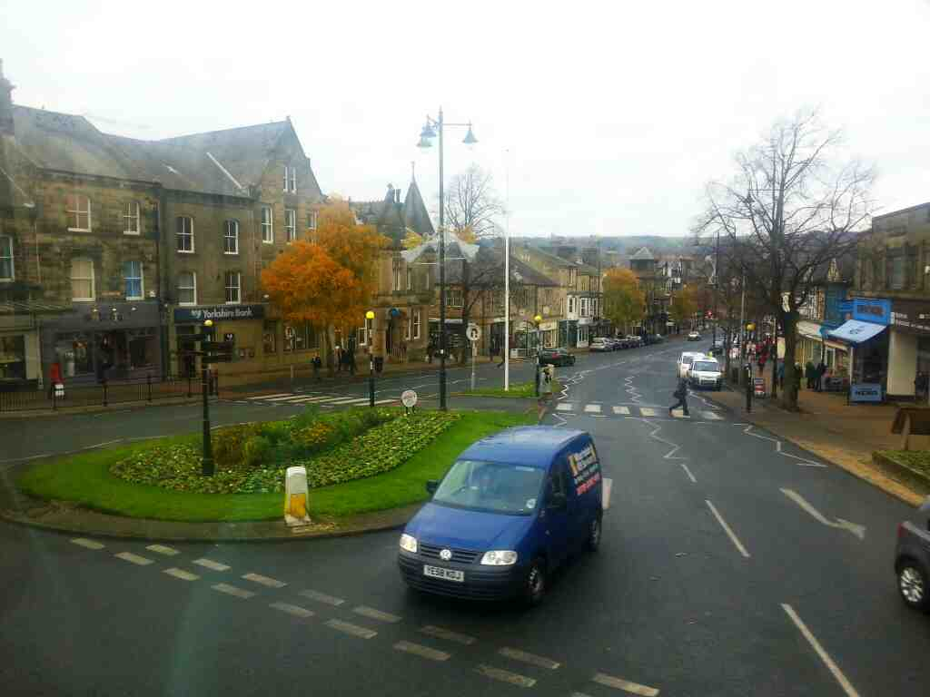 Turning into Brook St from Station Rd Ilkley on an X84 bus